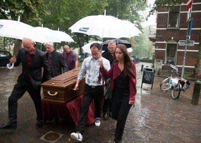 anna-groot-begrafenis-in-de-regen-0982
