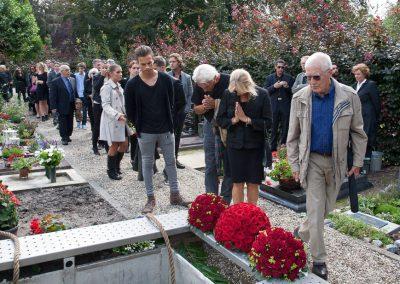 anna-groot-een-laatste-groet-op-kerkhof-1596