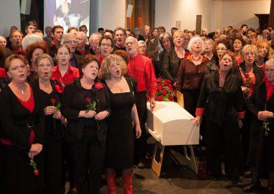 anna-groot-koor-zingt-bij-kist-8308