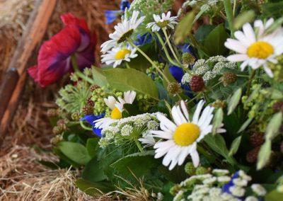 rouwboeket met wilde bloemen